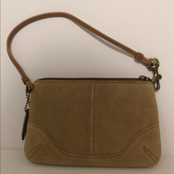 Coach Handbags - 💥 BLOWOUT💥Coach wristlet